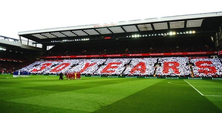 Mosaico da torcida no jogo entre Liverpool e Chelsea. Créditos: reprodução Twitter / Liverpool