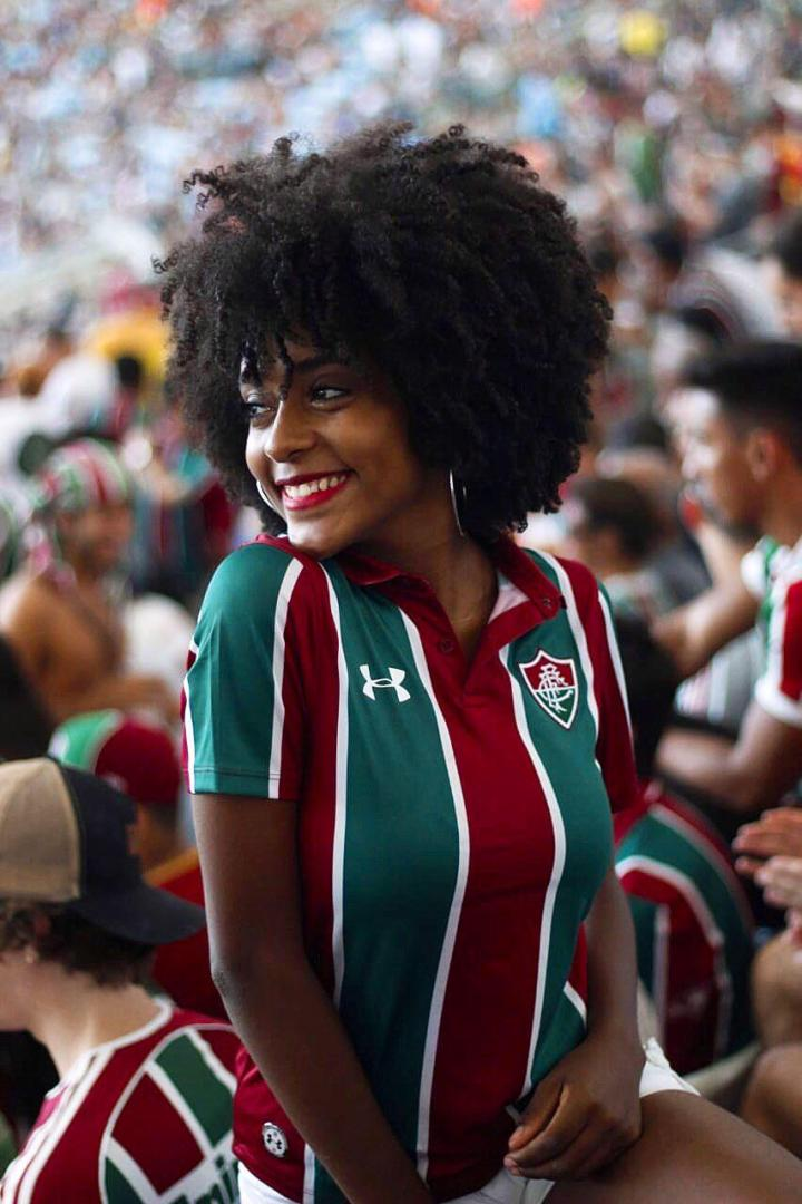 Bianca Santos, do canal Fala sem gritar, Bianca!, no Maracanã. Créditos:  @barbarabatistafotos