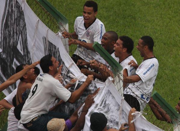 Primeiro gol do Ronaldo para o Corinthians. Foto: Eduardo Viana/Lancepress
